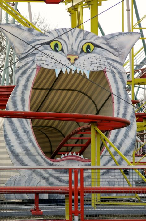 Giant kitty wants to nom you