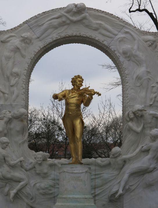 Statue of Strauss in Stadtpark